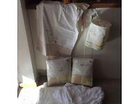 Mothercare - Classic Pooh Cot/Cotbed Essentials