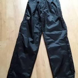Man's over trousers size medium karrimor black