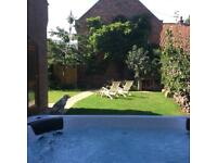 Lovely retreat , relax and unwind , private garden and hot tub , WiFi , Netflix , gas bbq ,