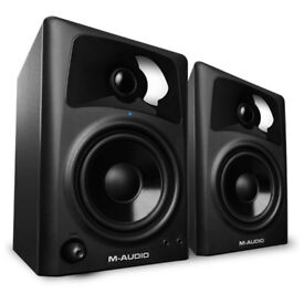 M AUDIO - AV42 ACTIVE MONITOR SPEAKERS