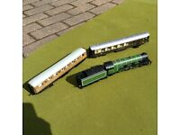 Hornby Flying Scotsman and carriages