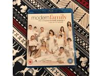 Modern Family Complete Season 2 Blu Ray