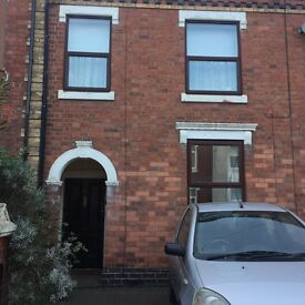 Double Room Available in a shared house. Property is located 5 minutes away from the train station.
