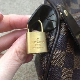 Louis Vuitton bag . Leather excellent quality