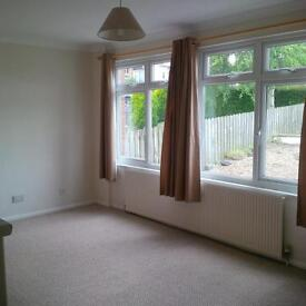 well located 3 bedroom unurnished house available for 6 months short let in Honiton