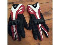 Motorcycle Gloves. Leather with knuckle protection. Size medium.