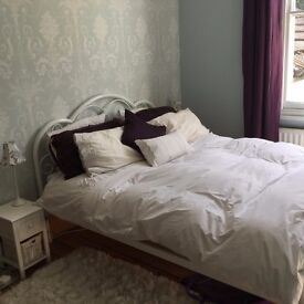Double Room available in a stunning house with a huge garden ( all bills included )