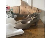 CAPEZIO TAN CHARACTER SHOES/NEW YORKERS