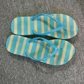 Ladies slippers _size 4
