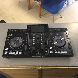 PIONNEER XDJ-RX DJ CONTROLLER - DJ MIXING / DIGITAL TURNTABLES / MP3 / USB / SERATO PLAYER