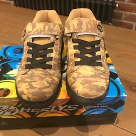 Heelys boys army pattern -size UK 1