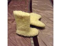 Cream fur slipper boots