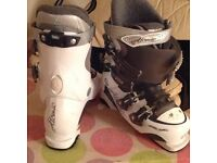 Ski boots Atomic . White . Size 23.5cm size 5 UK