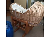 Moses basket with gliding base