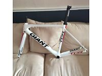 GIANT TCR ADVANCED CARBON FRAME - GOOD CONDITION