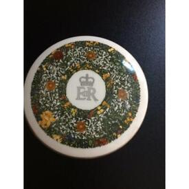 Vintage collectible Bon Bon or trinket box 1977 jubilee Crown Staffordshire