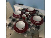 Dinnerware 4 Dinner plates + 4 Side plates + 4 Bowles + 2 Mugs
