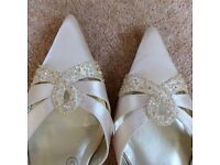 Strappy gold bridesmaid/prom shoes, size 6