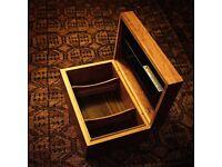 BEAUTIFUL ANTIQUE ZINO DAVIDOFF CIGAR HUMIDOR, CLASSIC BURNISHED WOOD DESIGN