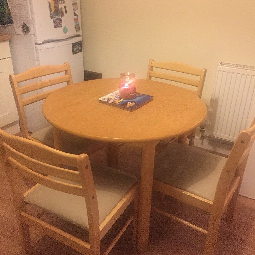 round kitchen table with 4 chairs  please read