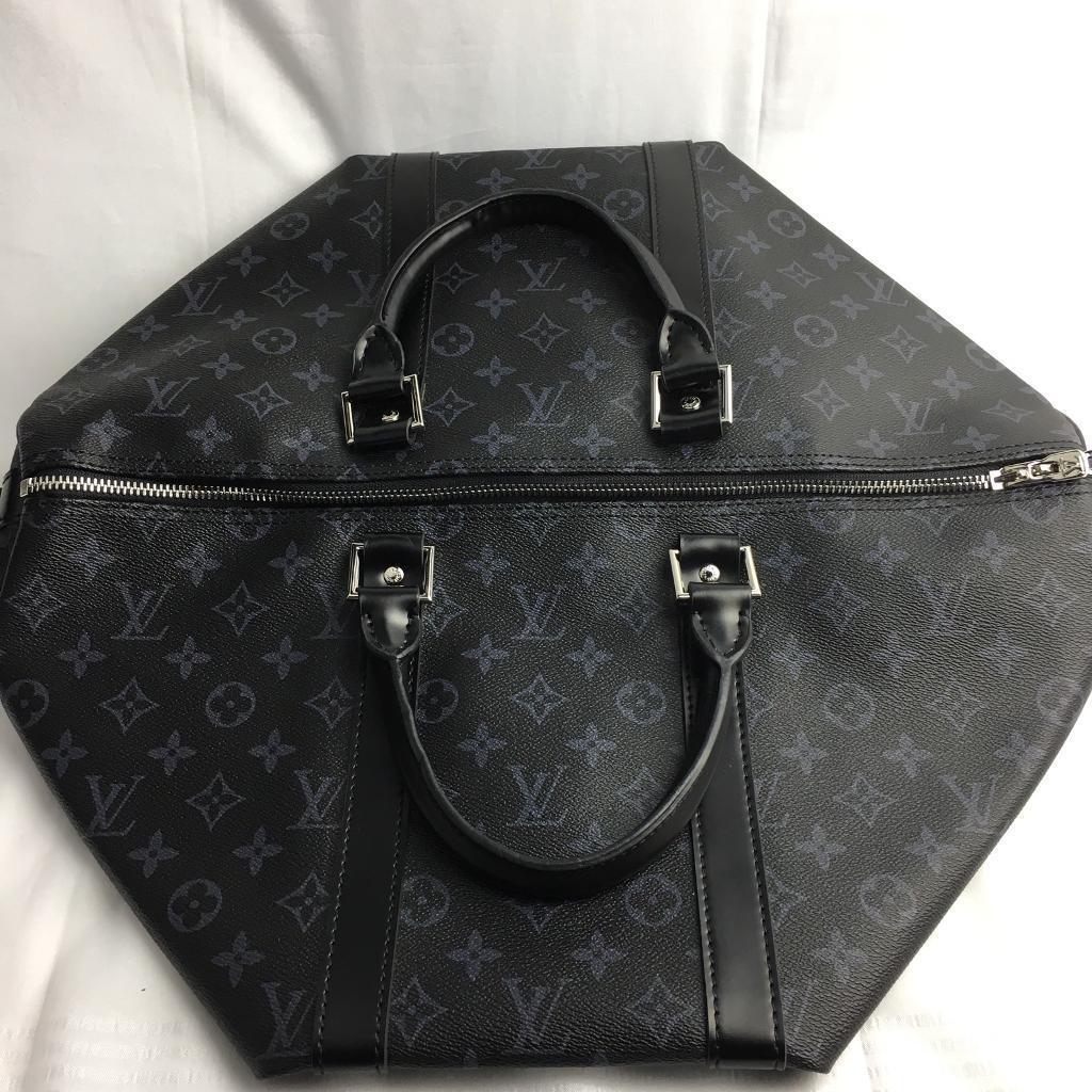 f4c1309d1 Stunning Louis Vuitton 45 Lv damier logo black backdrop genuine designer