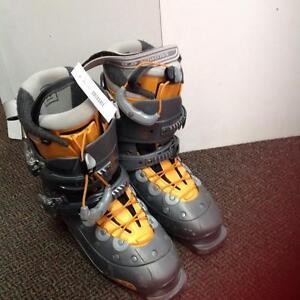 Salomon Verse 3.99 downhill ski boots - size 25.5