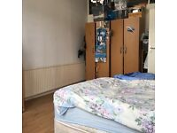 Double bedroom to share URGENT