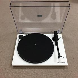 Project Essential Digital Turntable Gloss White