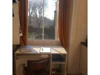 Sunlit mezzanine bedroom in Chelsea for student