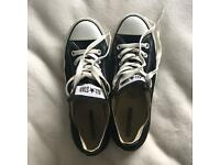 Woman's size 6 black converse all stars
