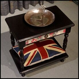 Couronne Royale - A Bedside Table - Upcycled