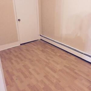 2  BEDROOM **HEAT AND LIGHTS** $200 OFF FIRST MONTH