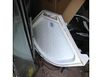 Shower tray and side panels free to collect