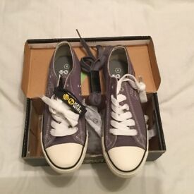 Brand New Haywire trainers junior Size 4. Light gray.