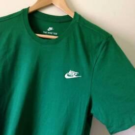 Nike Tee, Size M