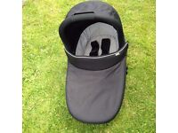 Mama's & Papa's Sola City Carry Cot in Black with attachments.