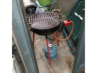 Portable Paella cooker stand with gas cylinder