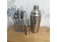 COCKTAIL SHAKER AND BAR ACCESSORIES