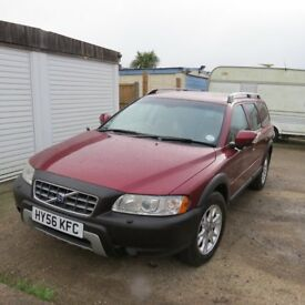 REDUCED - CROSS COUNTRY TOP OF THE RANGE FULLY LOADED GREAT CONDITION DETACHABLE TOWBAR