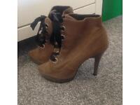 Ladies Size 5 bundle of shoes