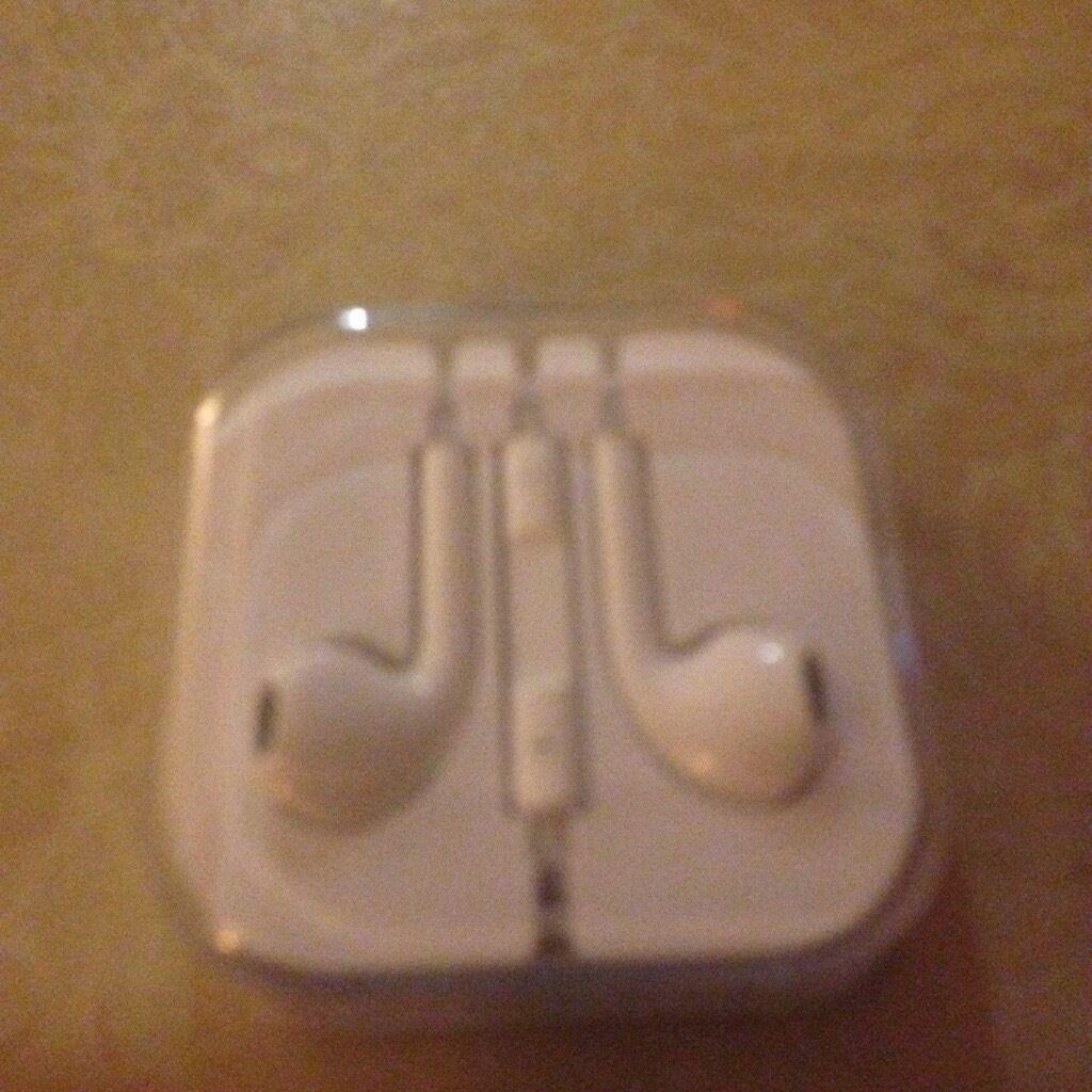 Apple headphonesin Bradford, West YorkshireGumtree - Apple