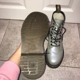 RARE VINTAGE ORIGINAL Dr Martens - made in england - silver size 5