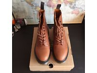 BRAND NEW & UNWORN Dr Martens DM Hadley Boots in tan leather with Box