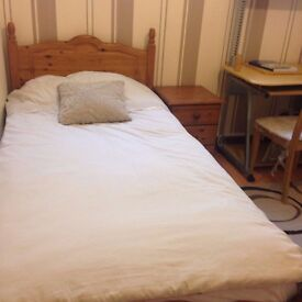 Single room for rent in family house Camden Square (read the description fully)