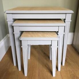 Nest of tables // shabby chic // furniture // table // dining