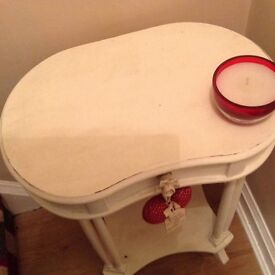 Vintage style lamp table