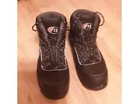 V12 safety boots size 9
