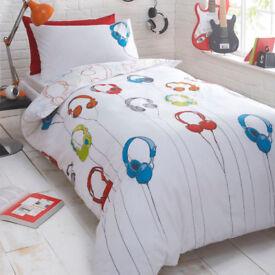 Debenhams 2 of Kids Headphones Reversible siingle Duvet Cover, Pillow Case Set