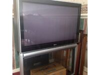 TOSHIBA TV WITH STAND AND SPEAKERS