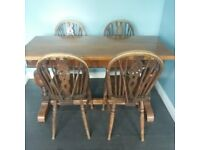 Solid oak expandable table & 4 chairs. Seats 4 or 8 easily